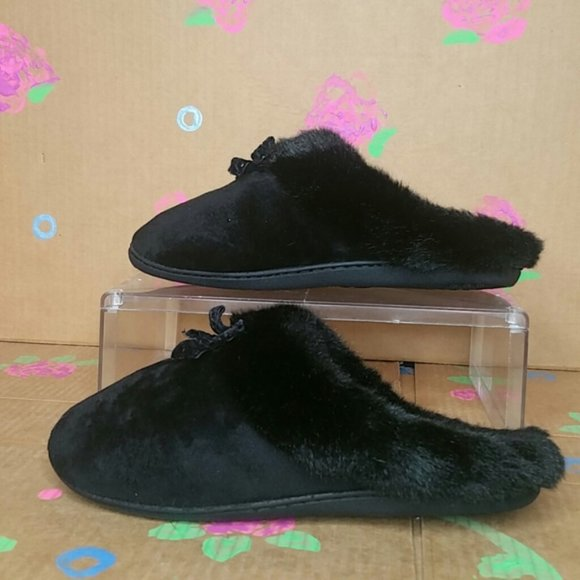 Isotoner Faux Fur Black Slippers Size 8.5- 9